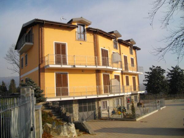 Ristrutturazione edificio: 8 unità residenziali